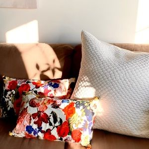 ✨PM Editor Pick✨ Indigo- Floral Accent Pillows